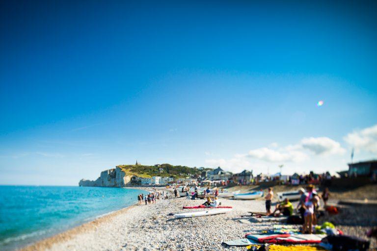 La plage d'Etretat, animée au beau temps