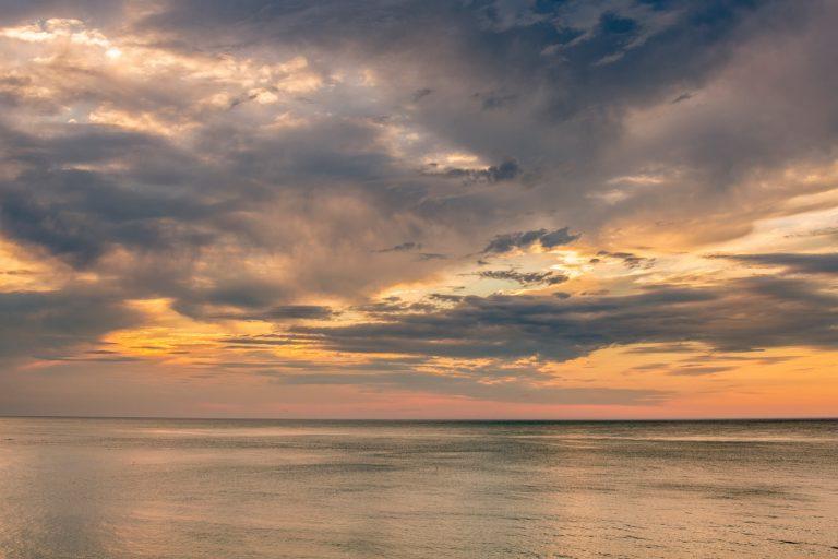 Coucher de soleil sur la mer au Havre