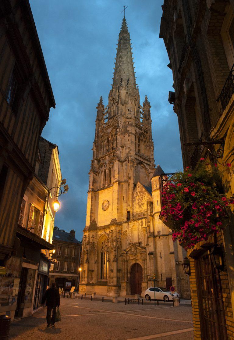 Extérieur de l'église Saint-Martin en plein cœur d'Harfleur
