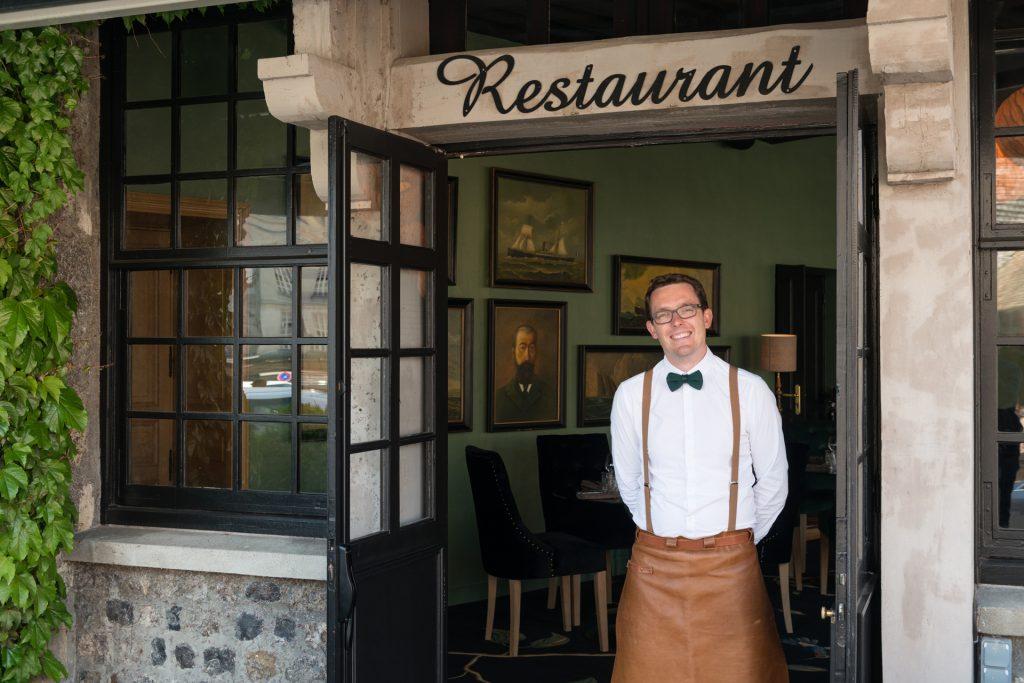 Serveur du restaurant Le Tourbillon à Honfleur