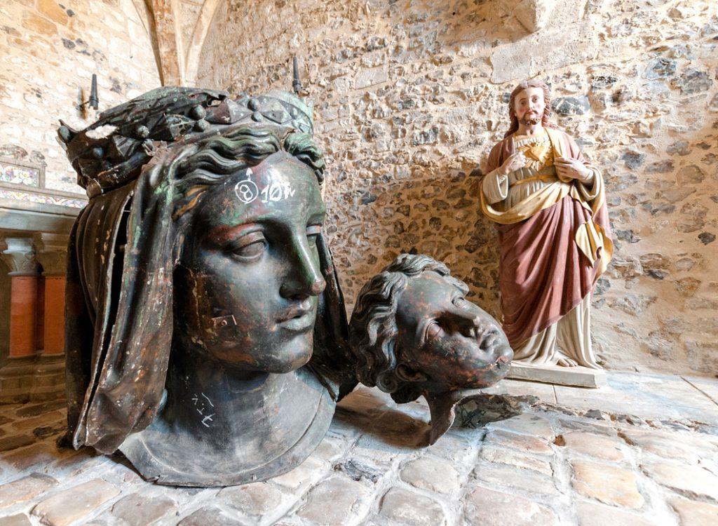 Tête de la statue originale de la vierge noire de Graville