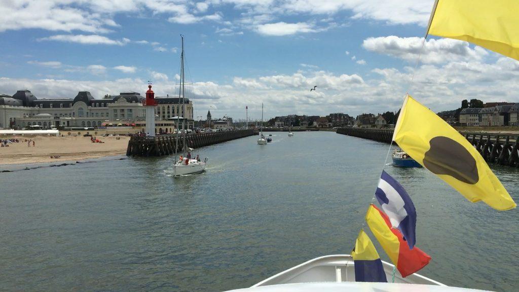 Arrivée par la mer à Trouville à bord du Ville du Havre 2