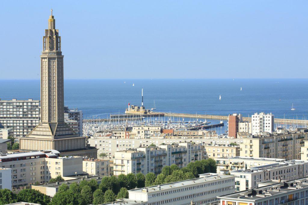 Vue sur l'église Saint-Joseph et le port de plaisance depuis la tour de l'Hôtel de Ville du Havre