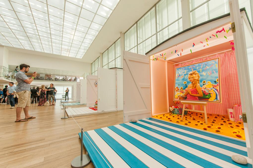 Exposition colorée et estivale de portraits au Musée Malraux