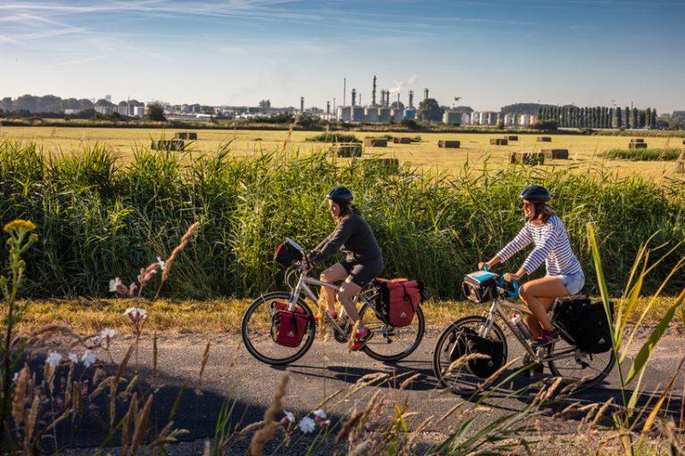 Vélocyclistes en bords de l'estuaire de la Seine