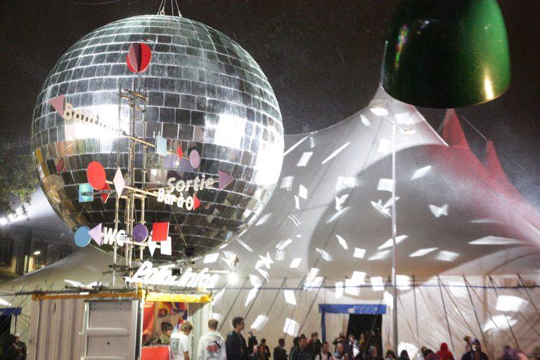La boule à facettes du Ouest Park Festival