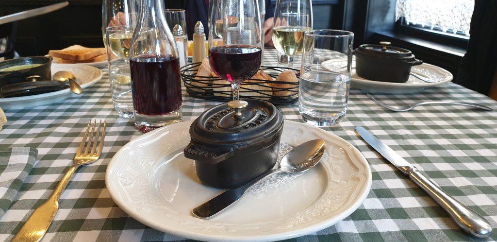 Table du restaurant Le Lyonnais au Havre, quartier Saint-François