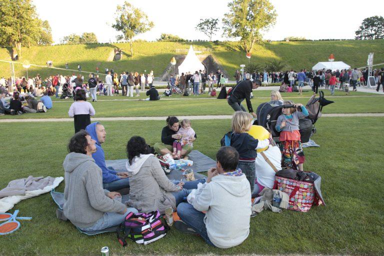 Des pelouses pour profiter du festival en groupe