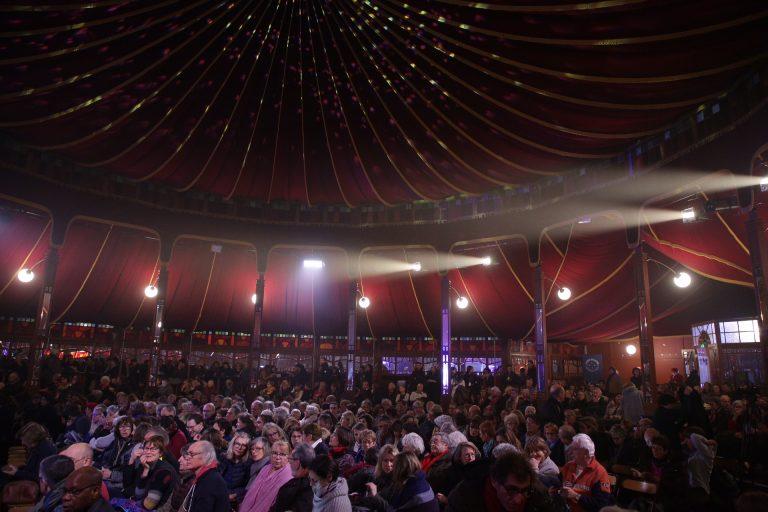 Festival Le Goût des Autres au Havre, sous le chapiteau du Magic Mirrors