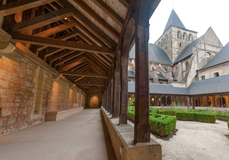 Le cloître de l'abbaye de Montivilliers