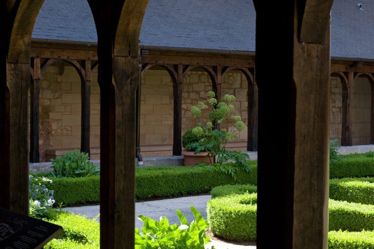 Le jardin du cloître de l'abbaye de Montivilliers