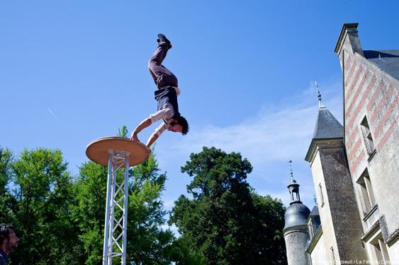 Acrobate à la Fête du Cirque de Saint-Romain-de-Colbosc