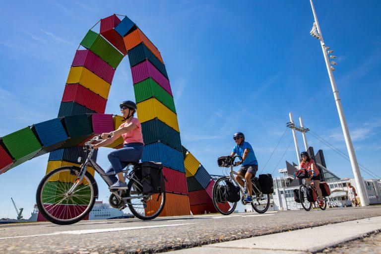 Vélocyclistes sur le grand quai du Havre