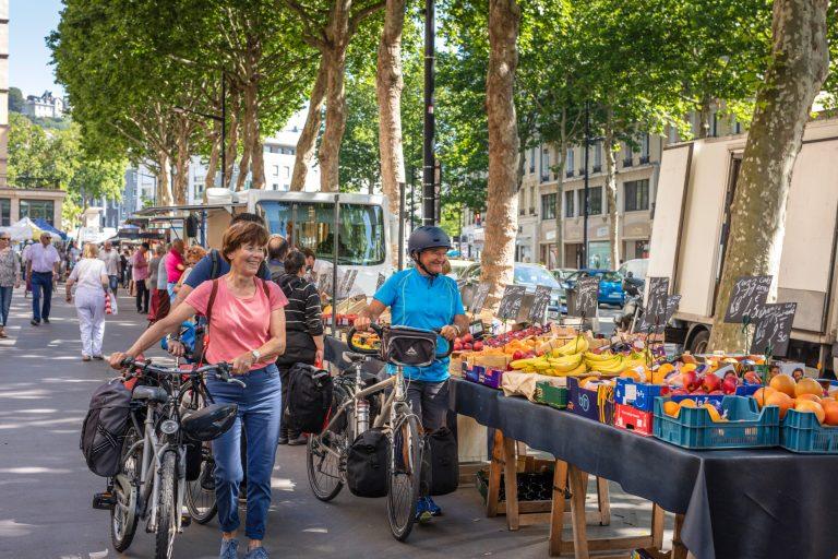 Vélocyclistes sur les marchés du Havre