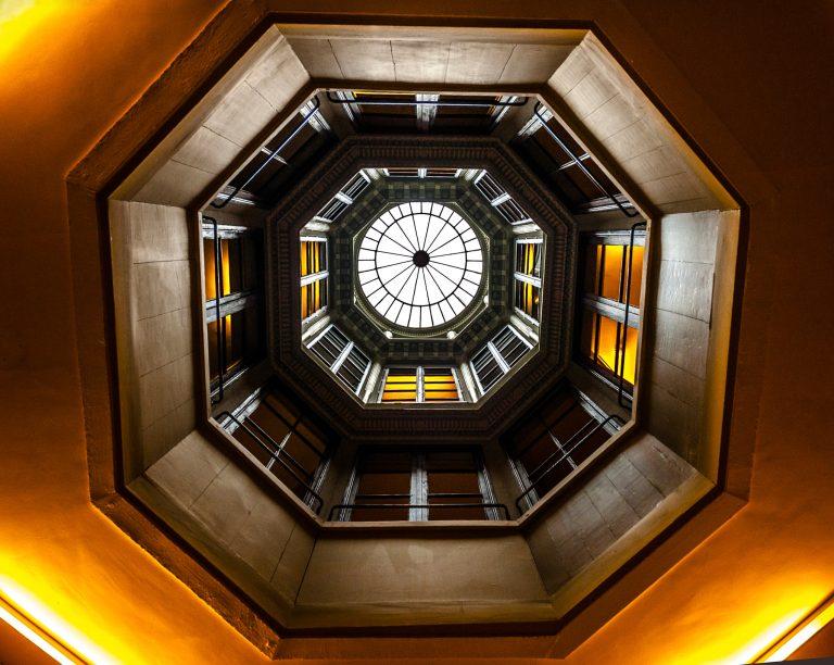Le puits de lumière central de la Maison de l'Armateur