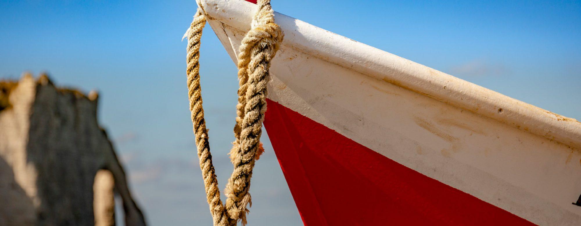 Bateau de pêche sur la plage d'Etretat