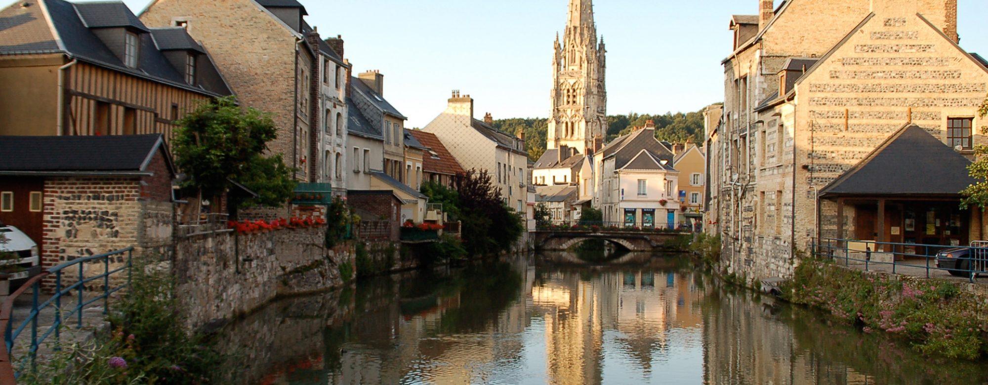 La commune d'Harfleur, traversée par la Lézarde, où se tient la Fête de la Scie