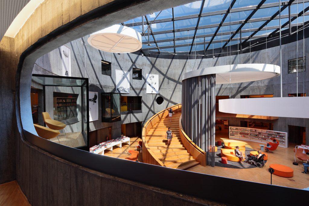 La bibliothèque Niemeyer vue depuis les travées du premier étage