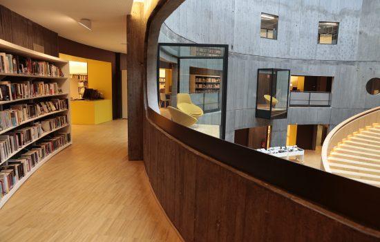 Les travées de la bibliothèque Niemeyer du Havre