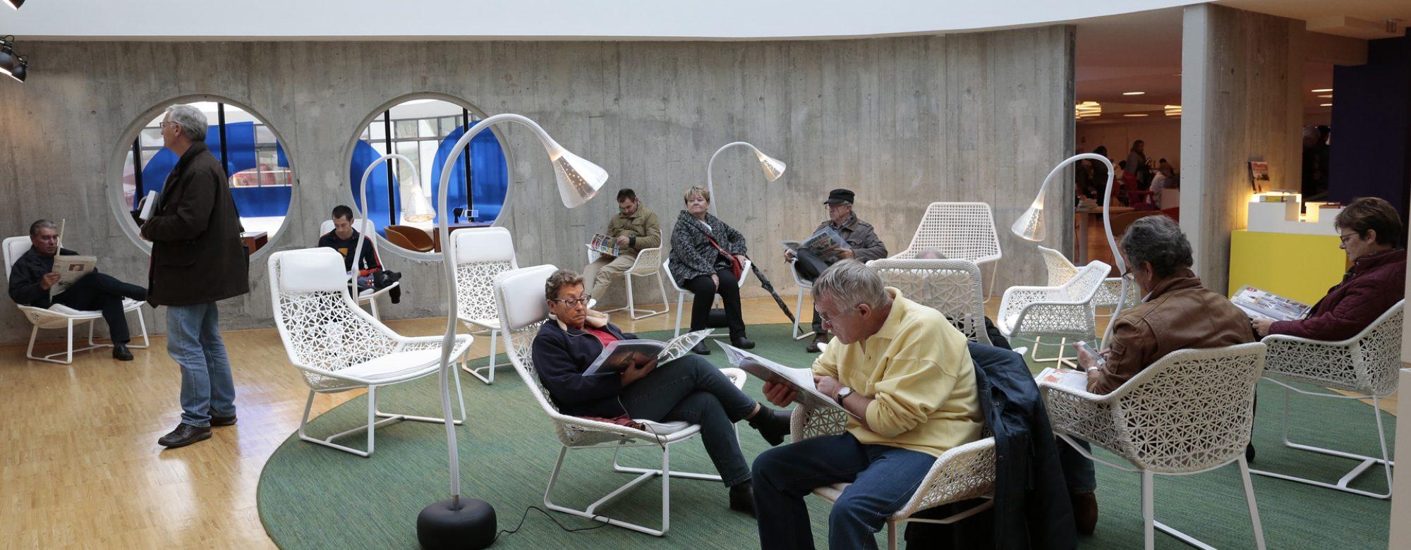 Découvrir la presse quotidienne à la bibliothèque Niemeyer