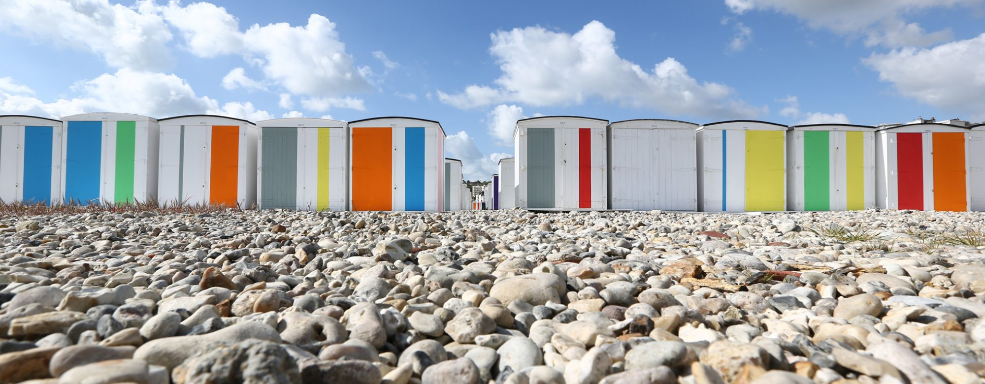 Les cabanes de plage colorées par Karel Martens