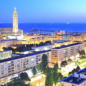 L'église Saint-Joseph vue de nuit depuis la tour de l'Hôtel de Ville du Havre