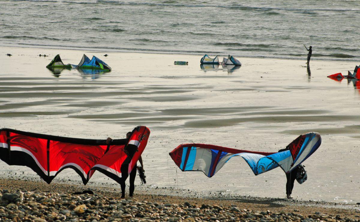 Kite surfers sur la plage du Havre