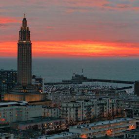 Panorama de la ville au coucher de soleil