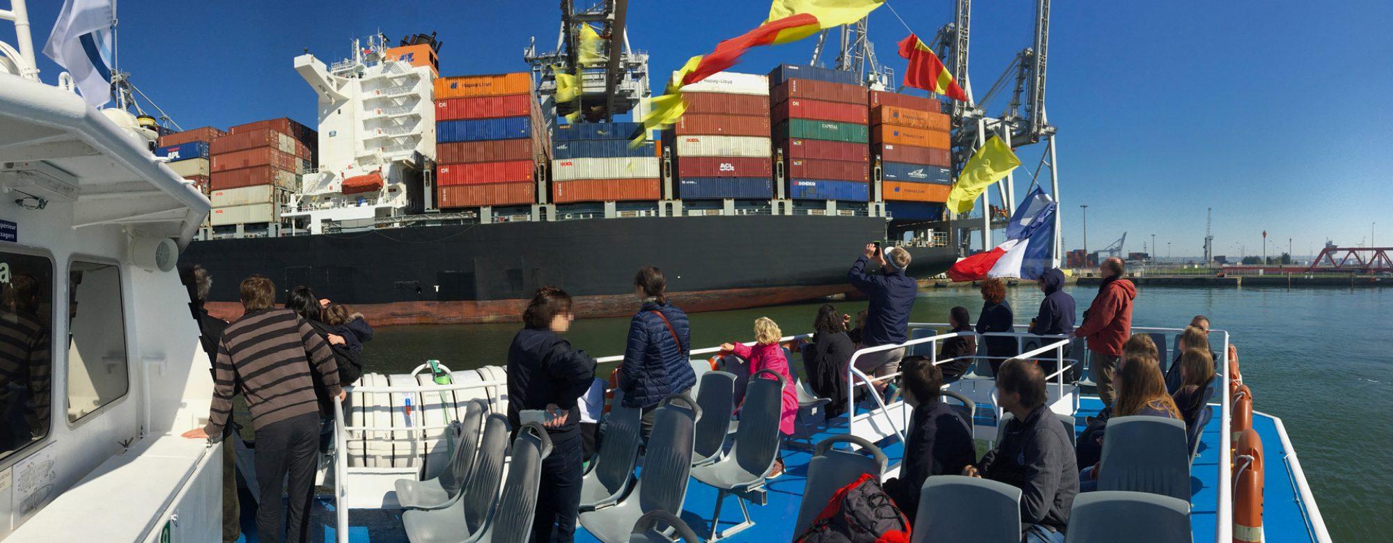Visite du port du Havre en bateau près des porte conteneurs
