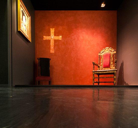Chaise religieuse à l'intérieur de l'abbaye de Montivilliers
