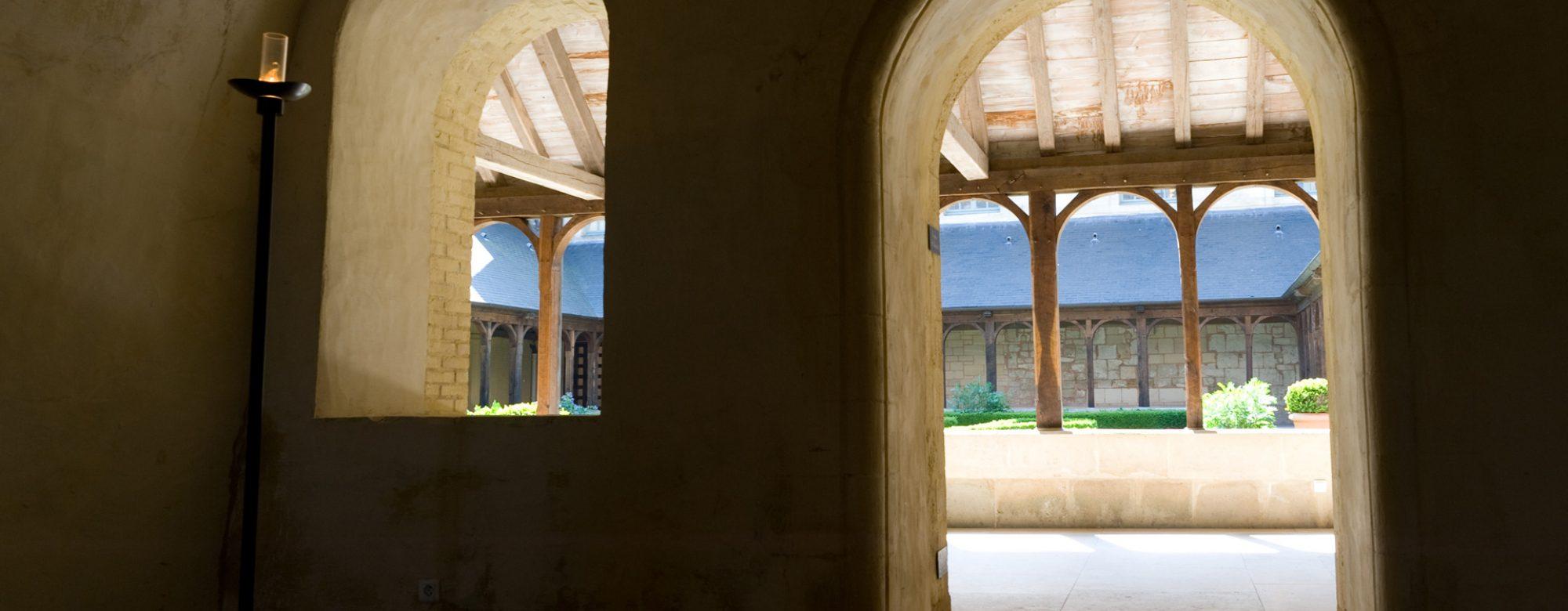 Accès au cloître de l'abbaye de Montivilliers